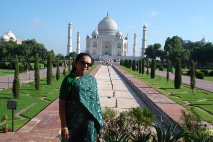 Maman devant le Taj Mahal